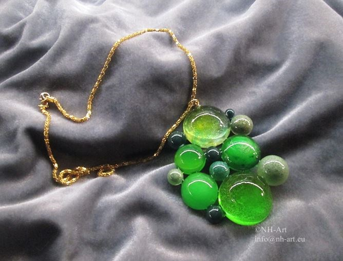 Unique necklace 'Green Dots'