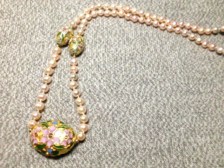 Mauve and cloisonne pearl necklace