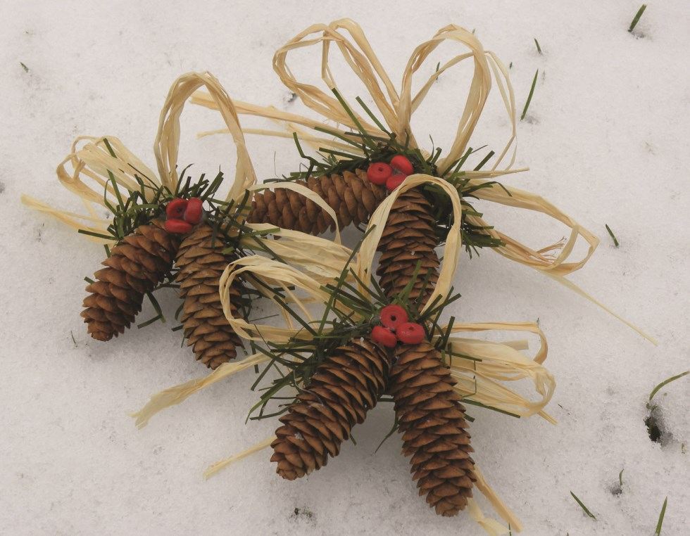 PINECONE ORNAMENTS Wholesale Lot of 25