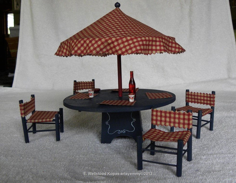 Miniature Dollhouse Outdoor Patio Table & Chairs