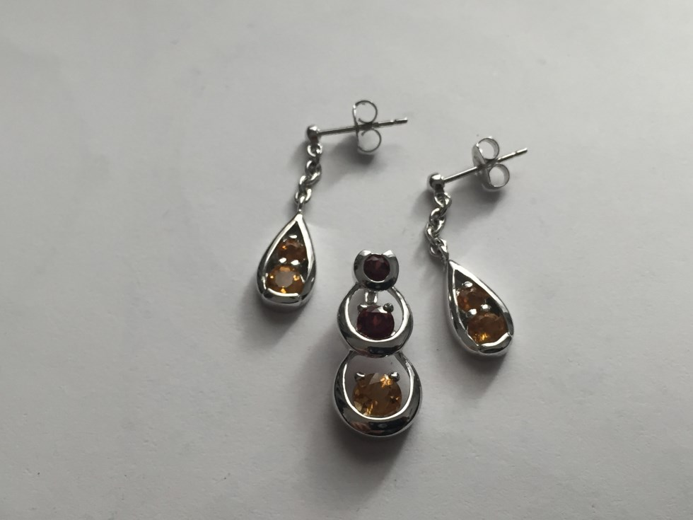 Garnet Citrine Three Stone Pendant Set