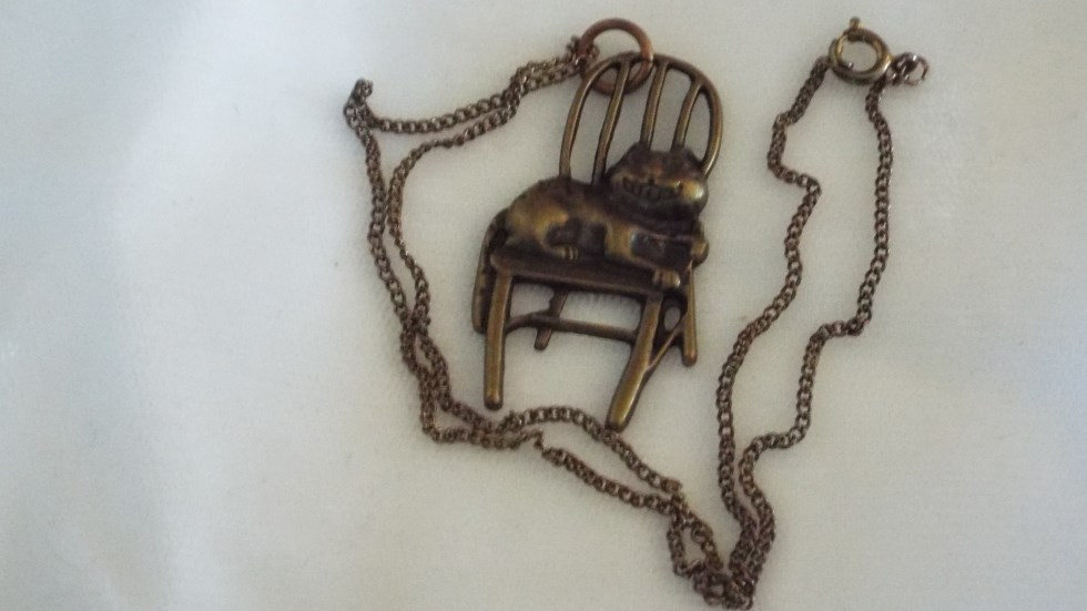 cat on chair necklace